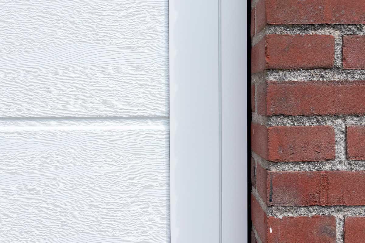 witte-openslaande-garagedeuren-verticaal-melkglas_0006