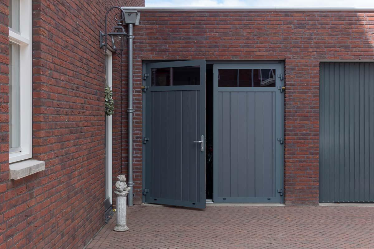 onderhoudsvrije-openslaande-garagedeur-groen