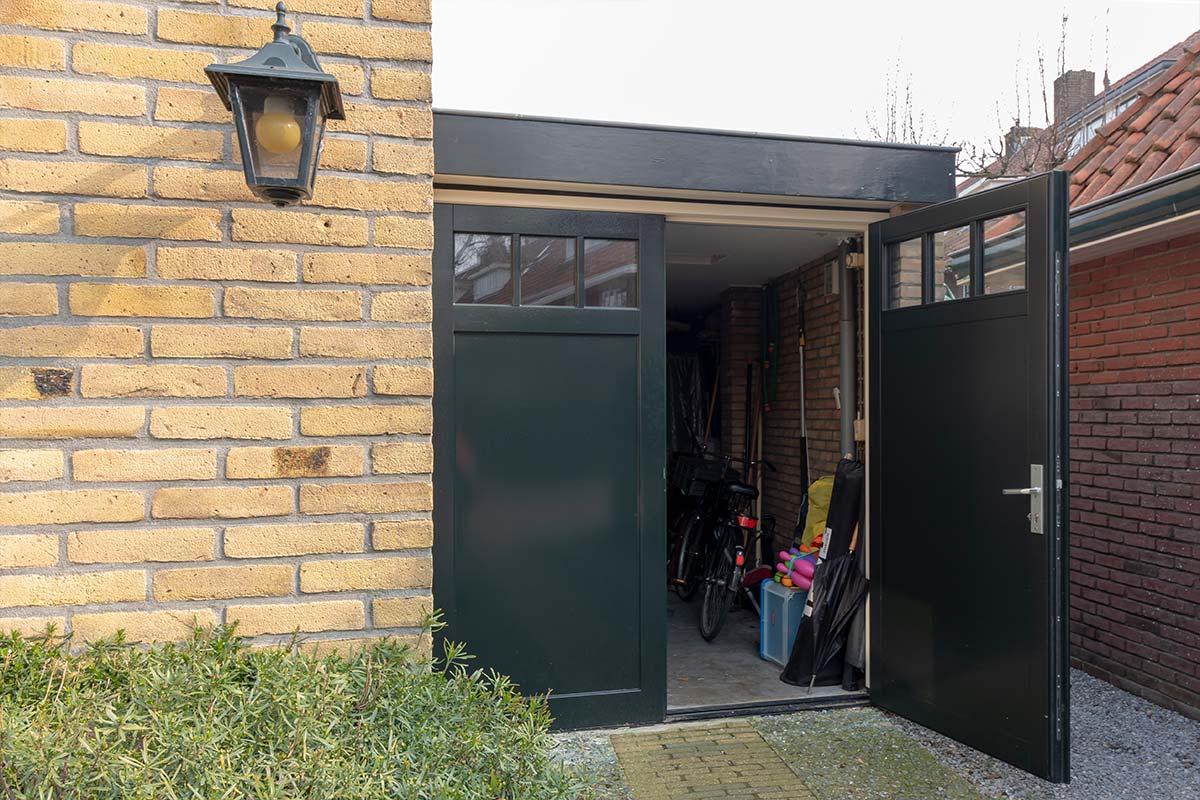 openslaande garagedeur hout