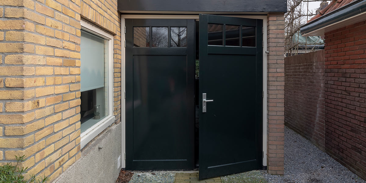 Houten garagedeuren openslaand
