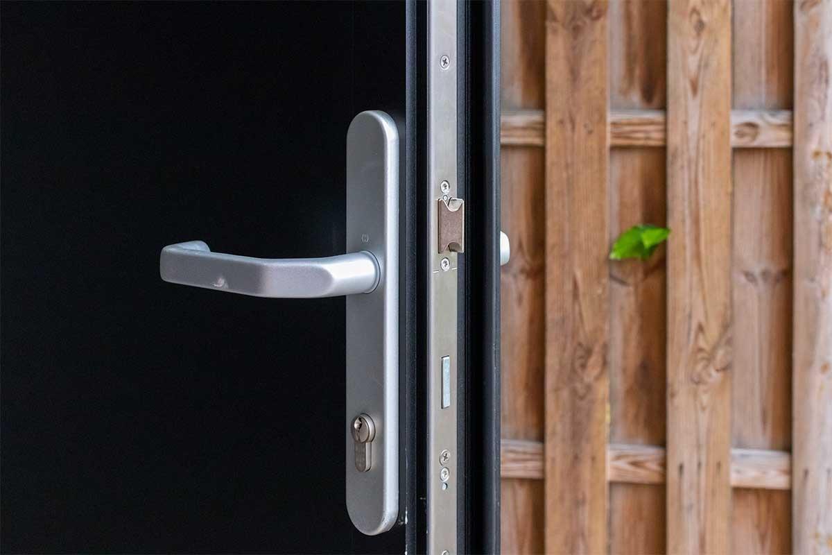 openslaande garagedeur veilige sloten