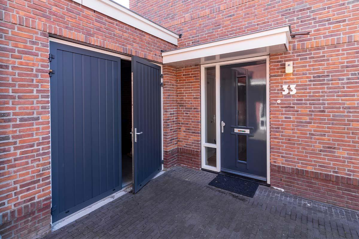 Kunststof garagedeur openslaand