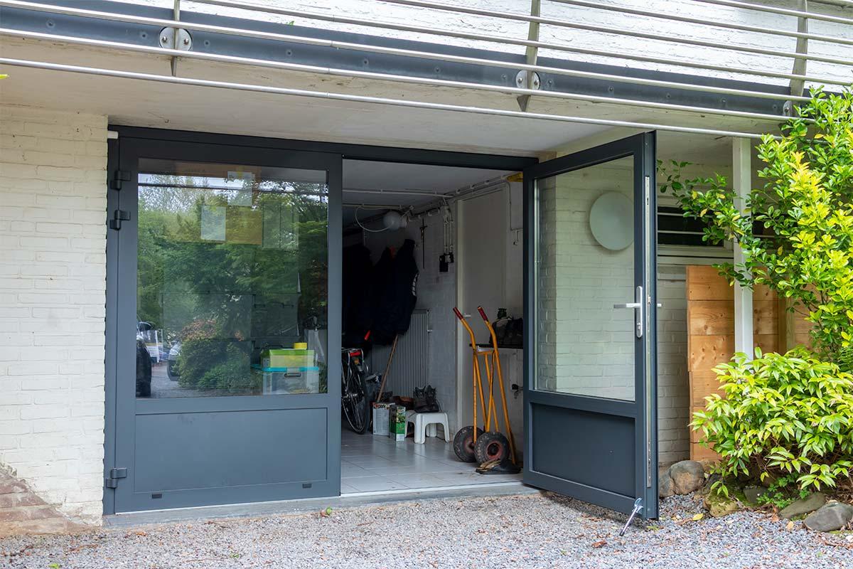 Garagedeur open met glas