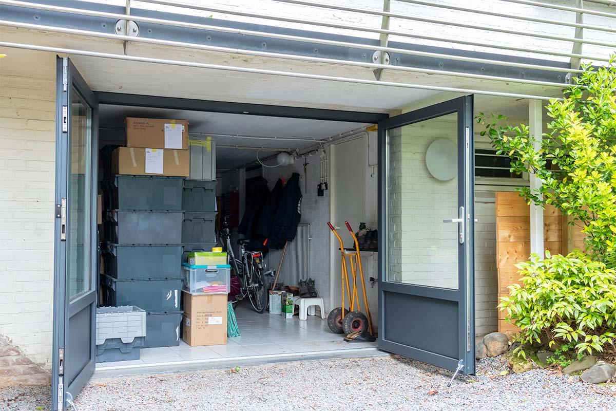 Nieuwe openslaande garagedeuren