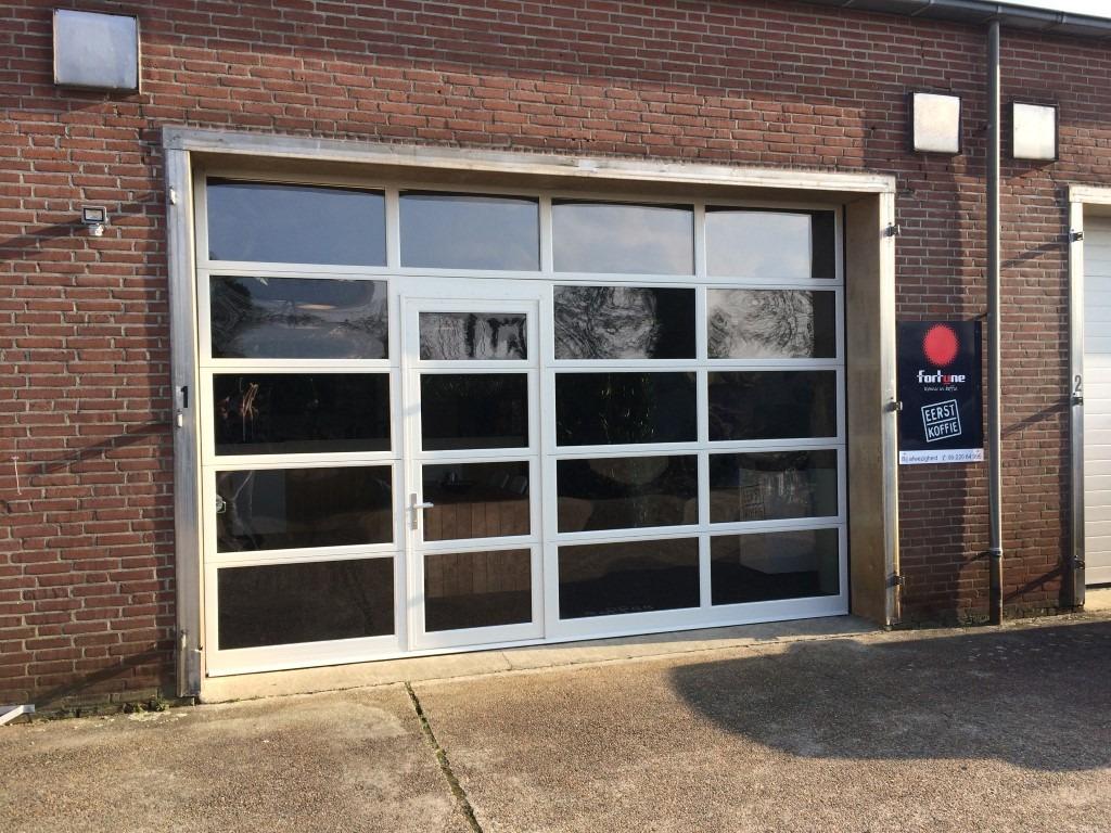 Budel sectionaal-deuren-glas-loopdeur