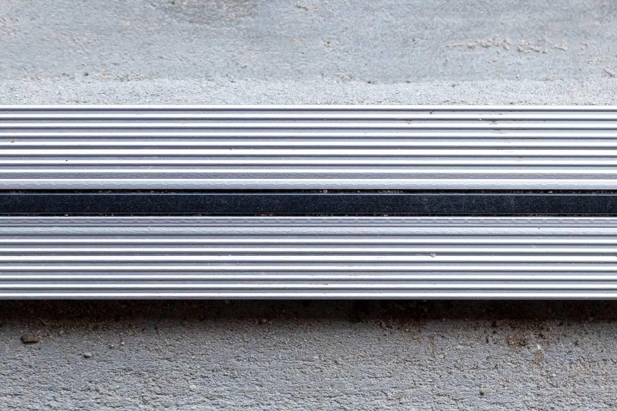 Aansmeren vloer garagedeur
