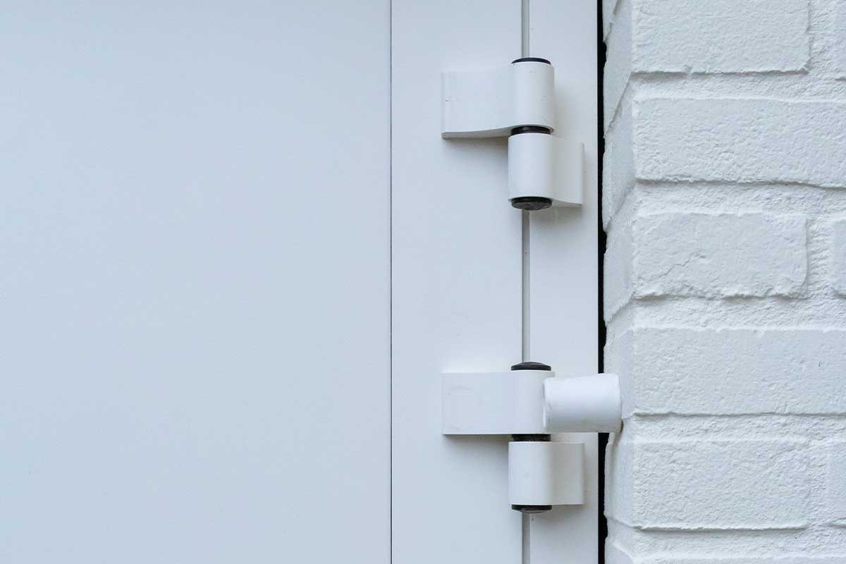 witte-openslaande-garagedeur-heeze (3)