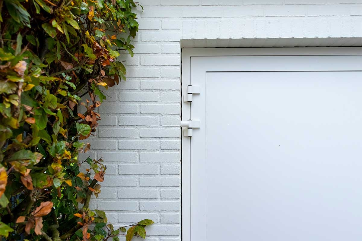 witte-openslaande-garagedeur-heeze (6)