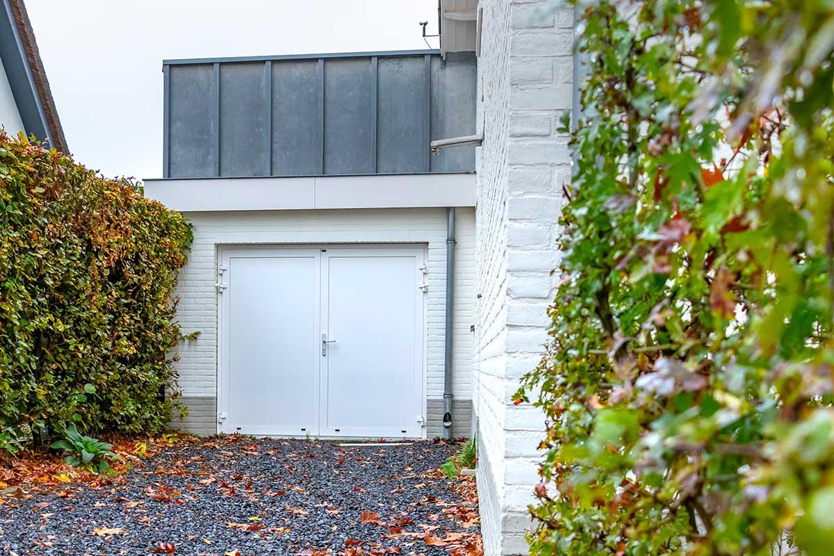 witte-openslaande-garagedeur-heeze (8)