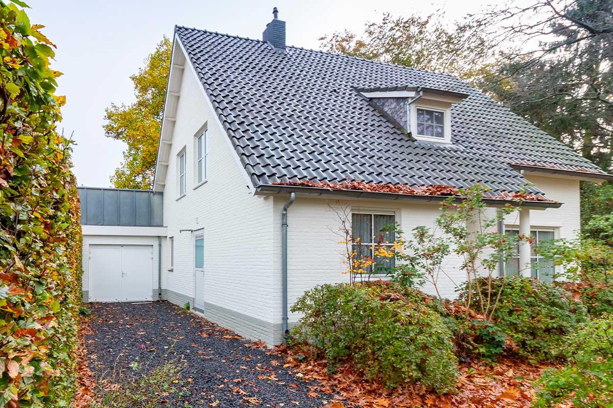 witte-openslaande-garagedeur-heeze (9)