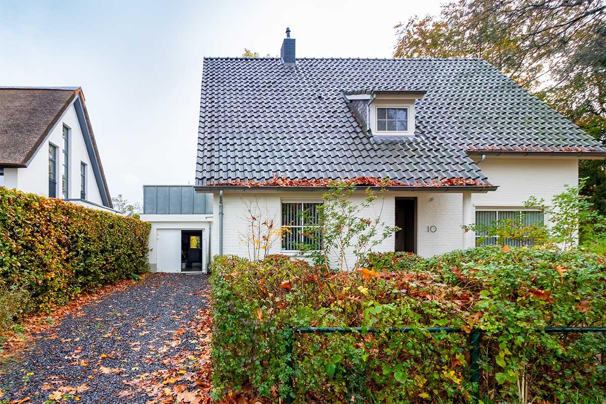 witte-openslaande-garagedeur-heeze (10)