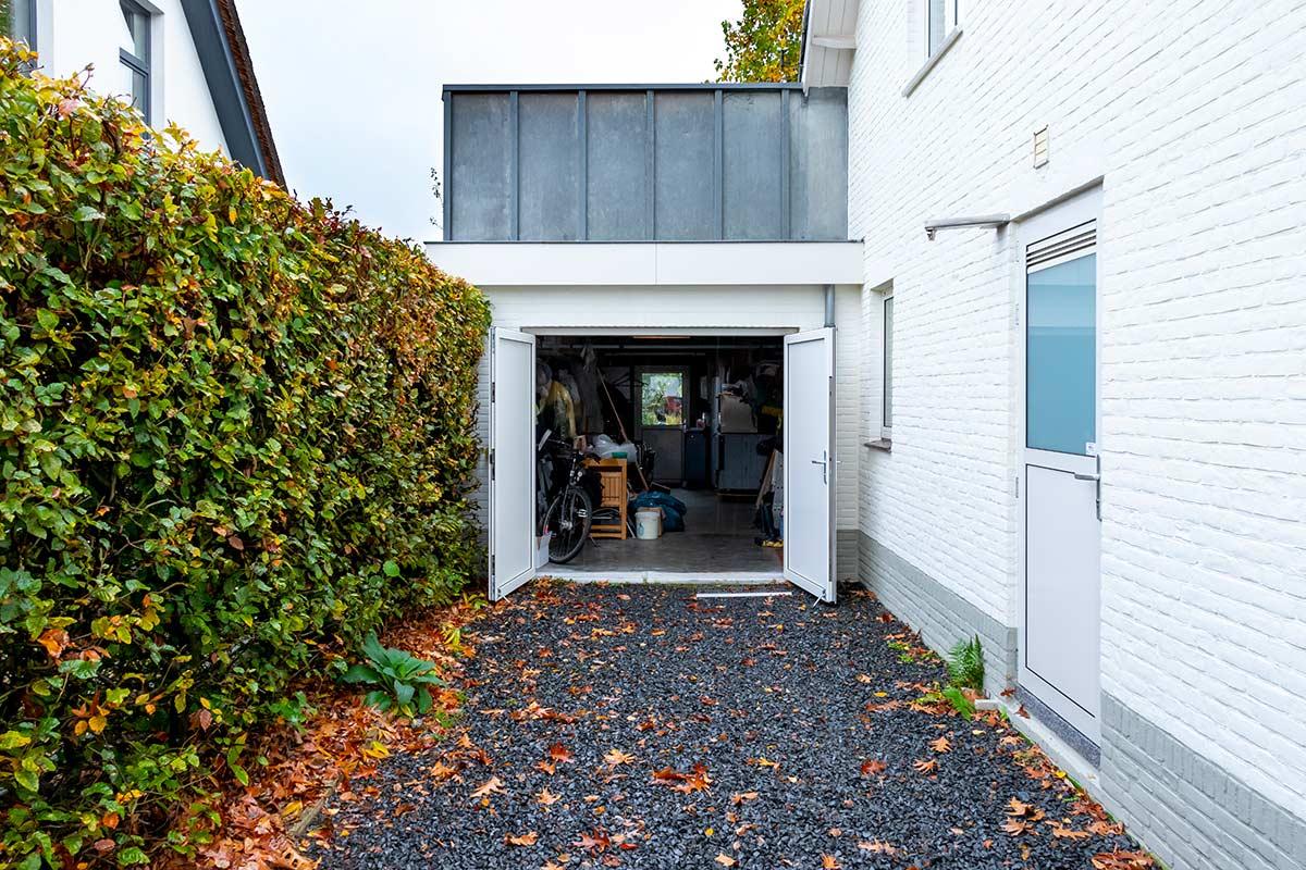 witte-openslaande-garagedeur-heeze-(12)