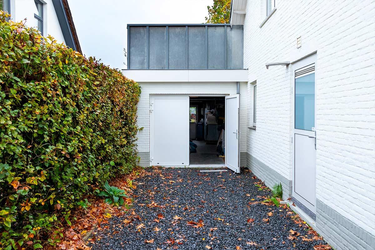 witte-openslaande-garagedeur-heeze-(13)