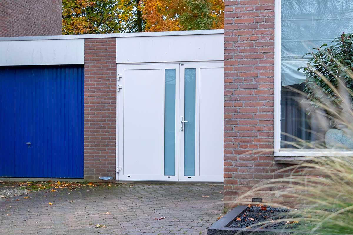openslaande-garagedeur-en-voordeur (4)