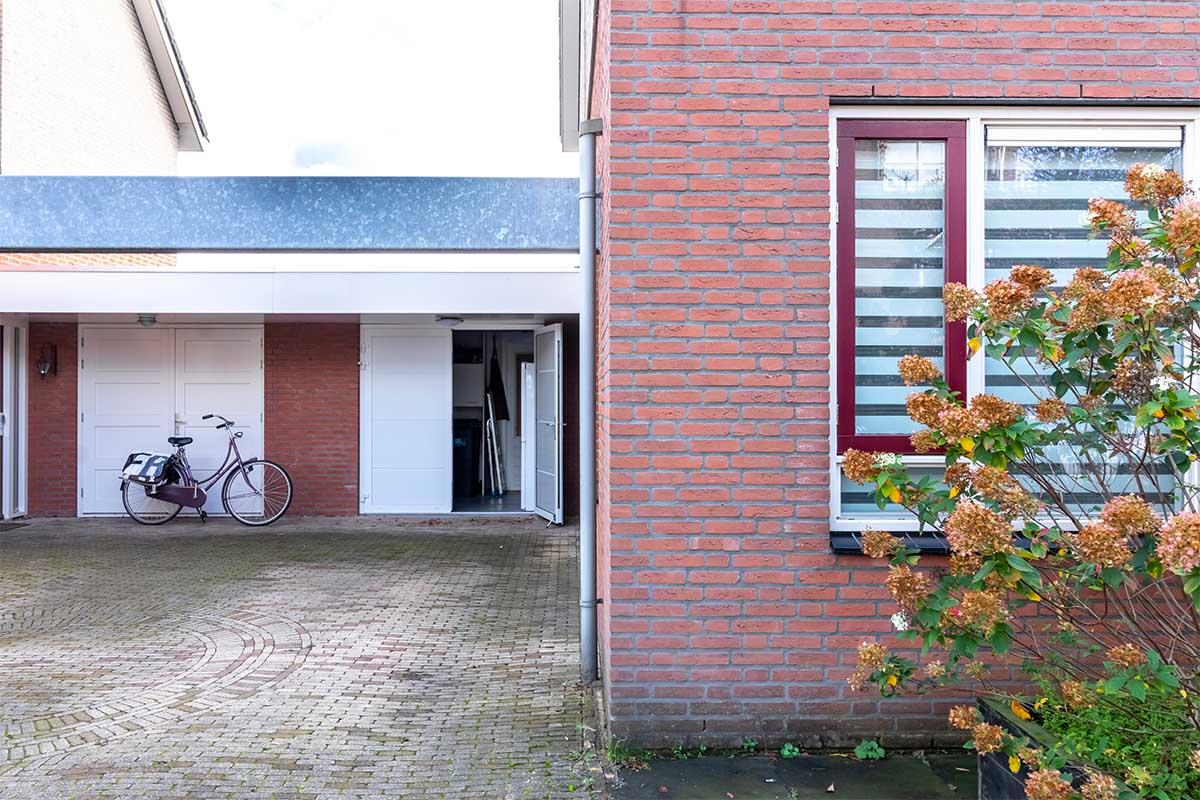 standaard witte openslaande garagedeur (4)