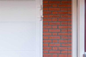 standaard witte openslaande garagedeur (8)