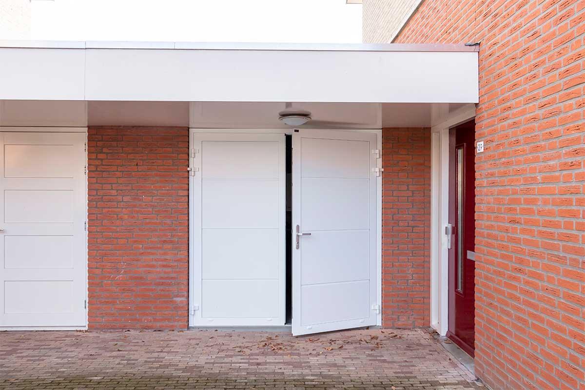 standaard witte openslaande garagedeur (10)