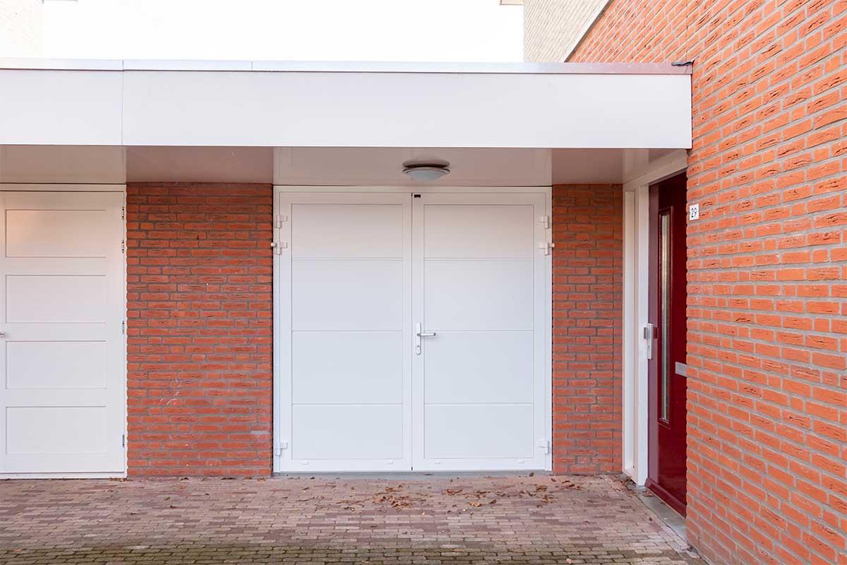 standaard witte openslaande garagedeur (11)