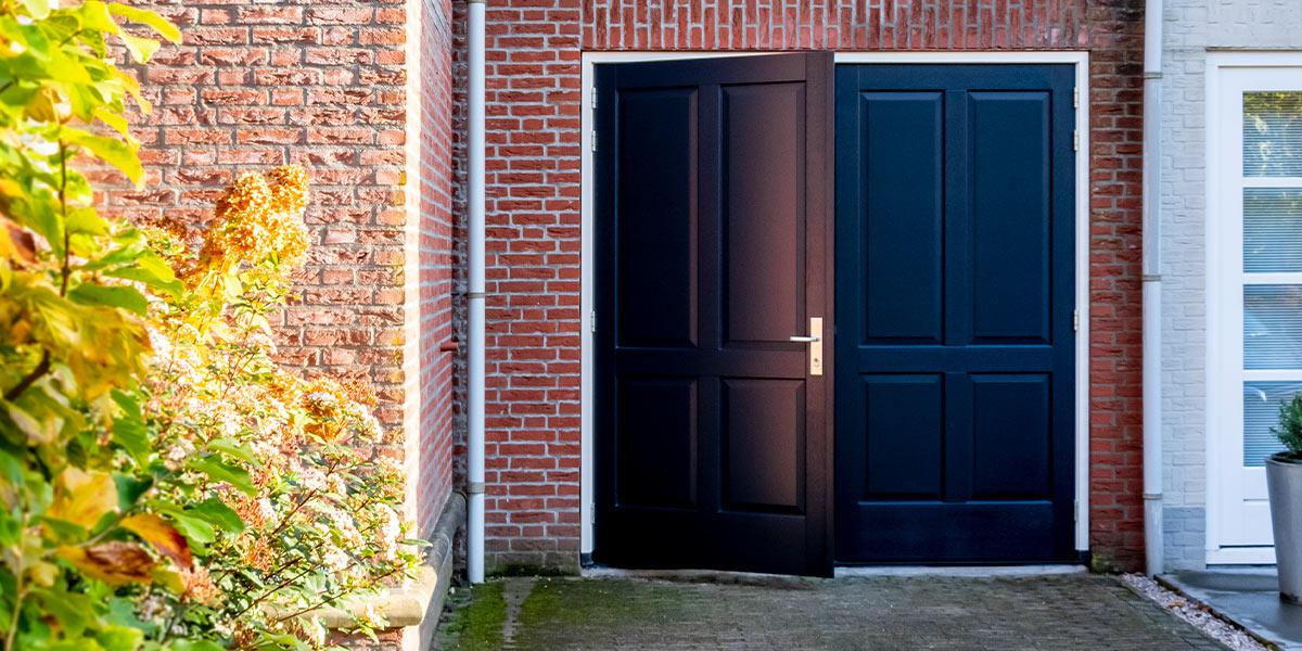 openslaande-garagedeur-sierlijst-1