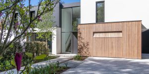 houten garagedeur moderne villa