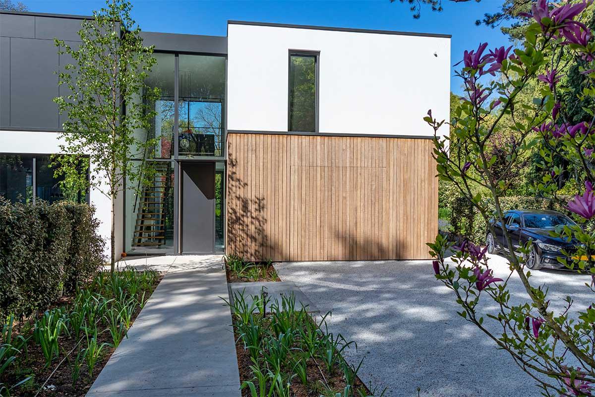 houten garagedeur moderne villa (11)