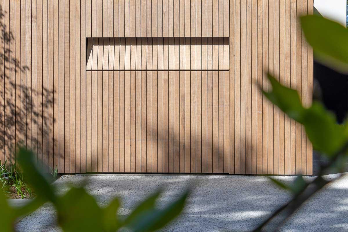 houten garagedeur moderne villa (12)