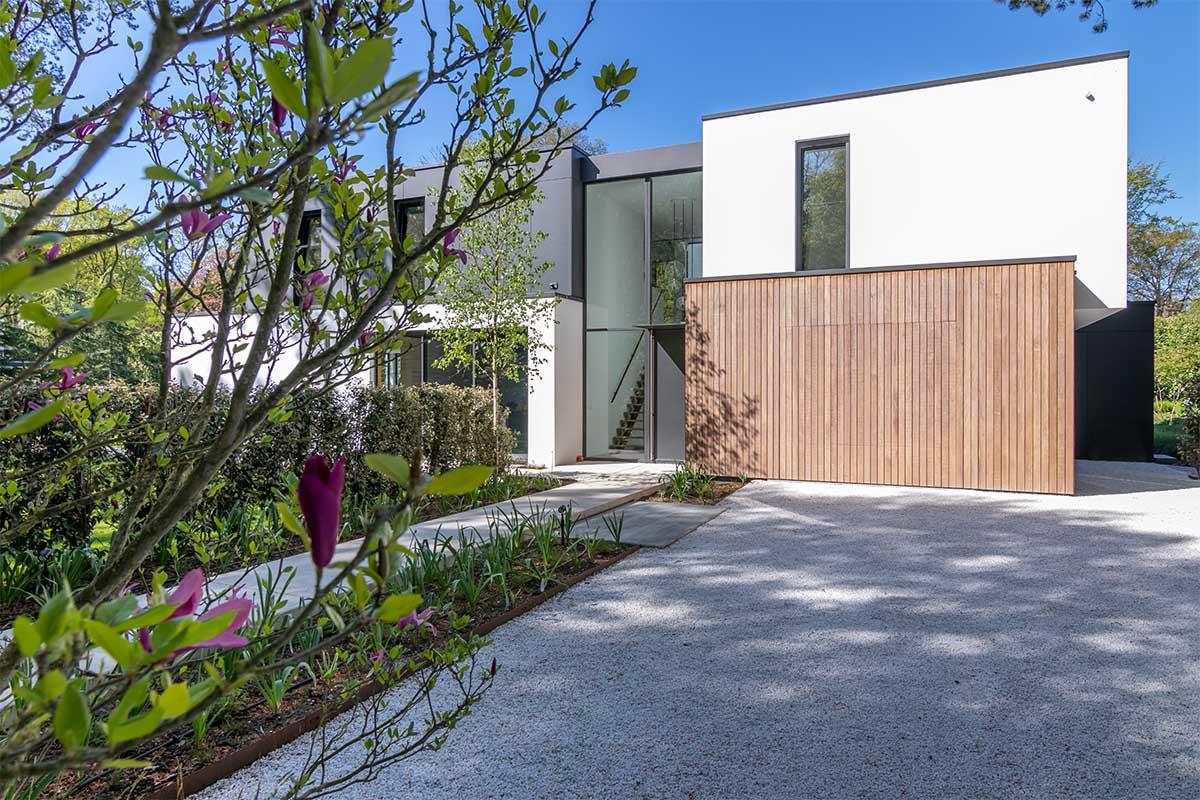 houten garagedeur moderne villa (4)