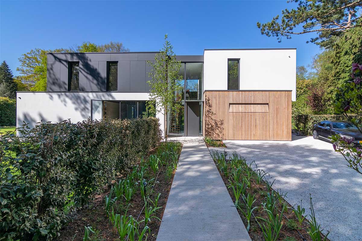 houten garagedeur moderne villa (5)
