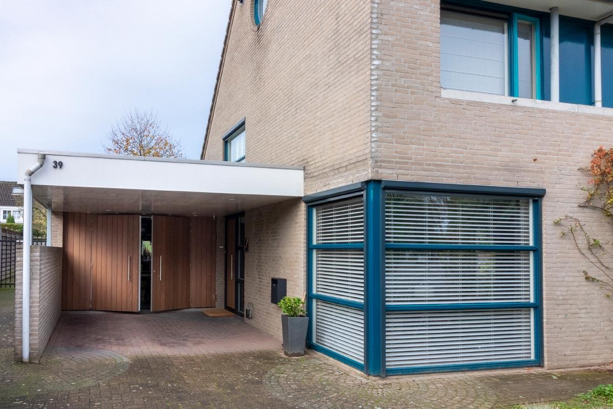 houten-openslaande-garagedeur-in-eindhoven