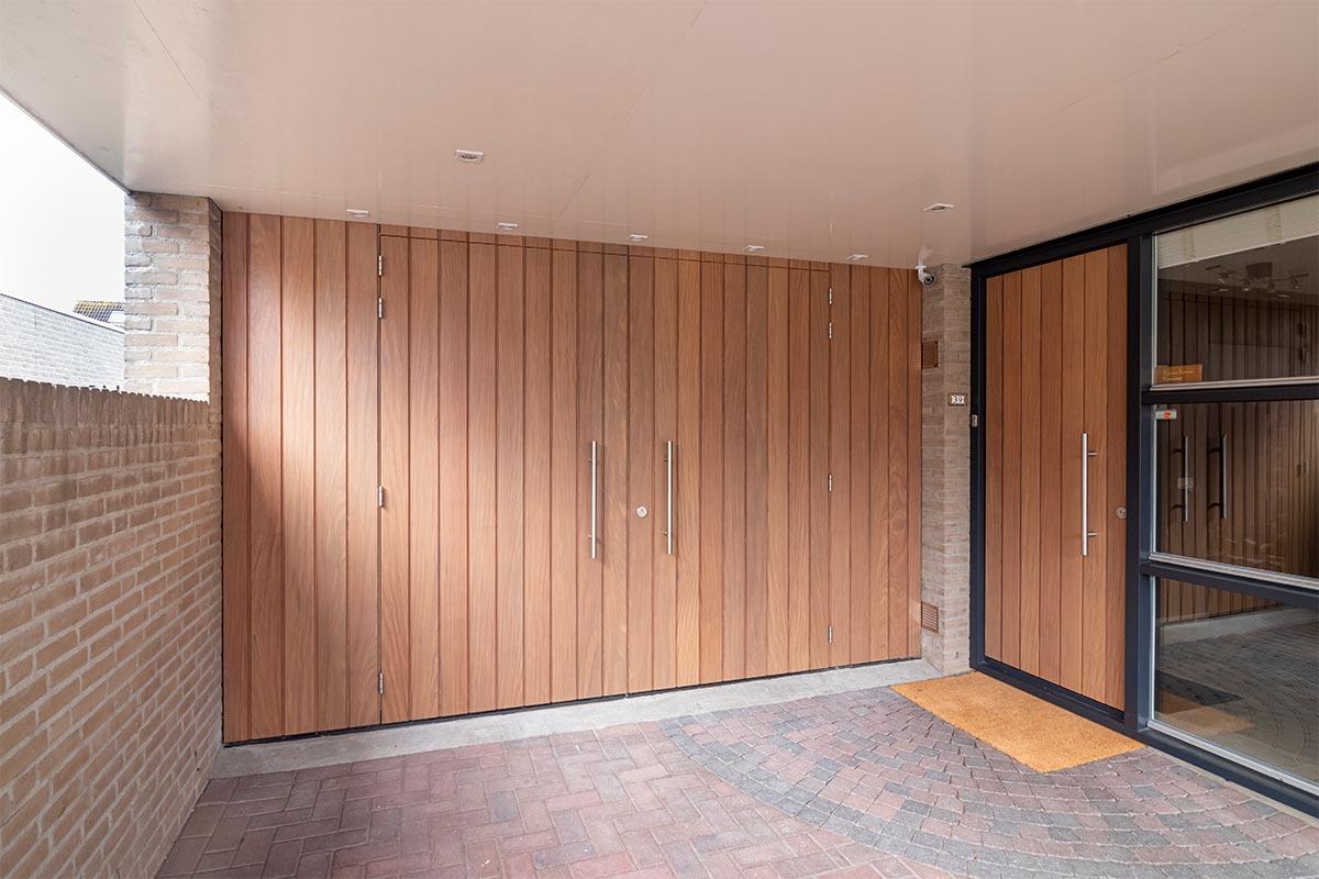 houten-voordeur-en-garagedeur-bijzonder