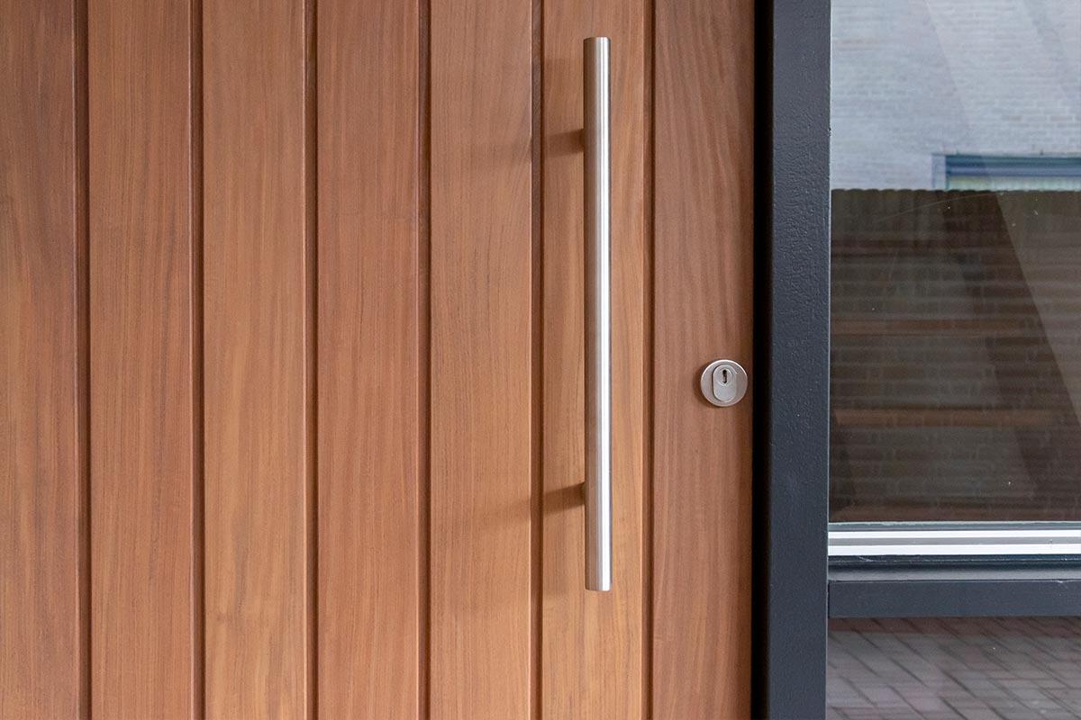 houten-voordeur-in-bestaand-kozijn