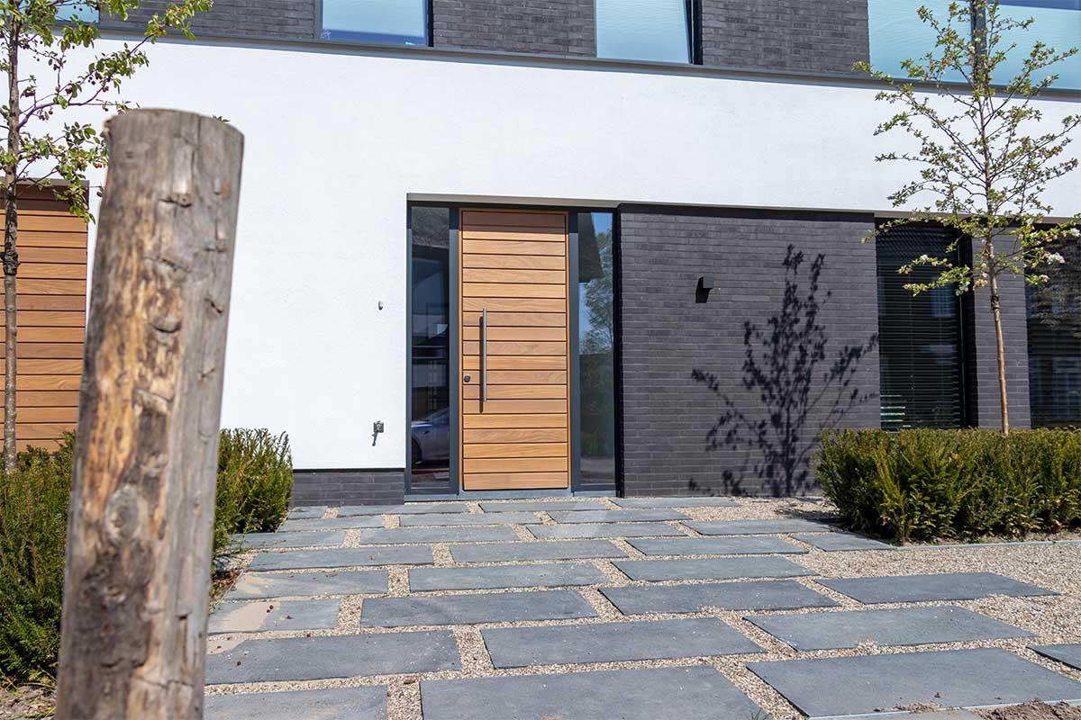 houten-garagedeur-en-voordeur (7)