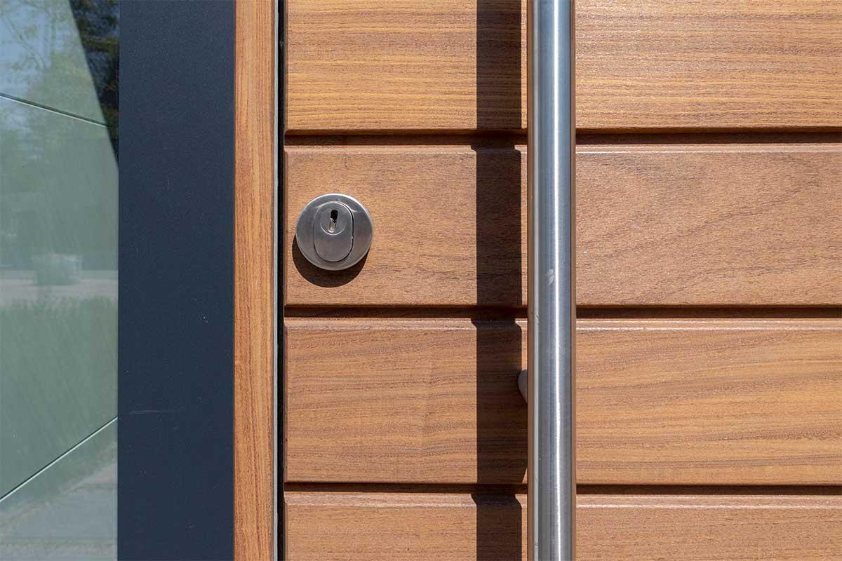 houten-garagedeur-en-voordeur (13)