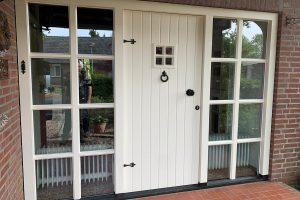 engelste-stijl-houten-voordeur