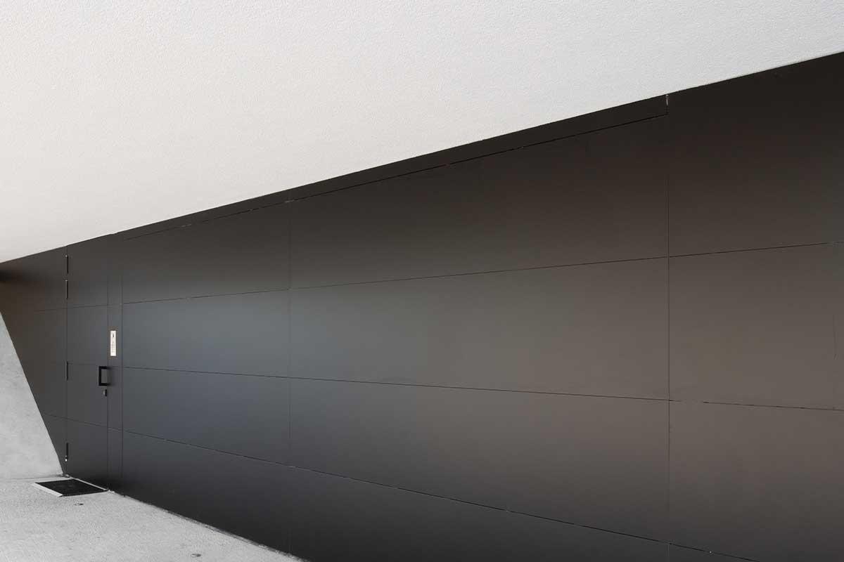 zwarte trespa sectionaaldeur (4)
