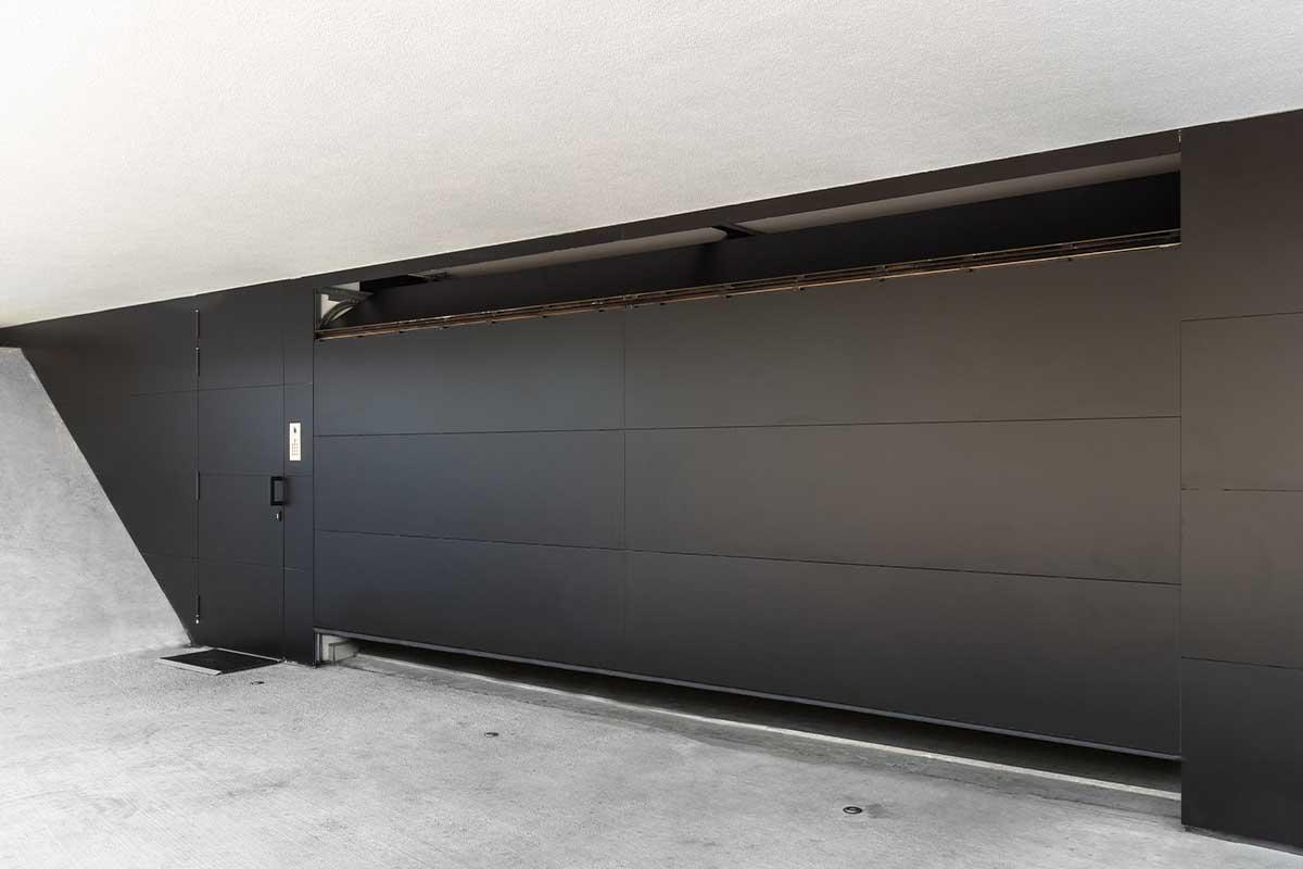 zwarte trespa sectionaaldeur (5)