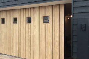 houten-zijwaartse-garagedeur