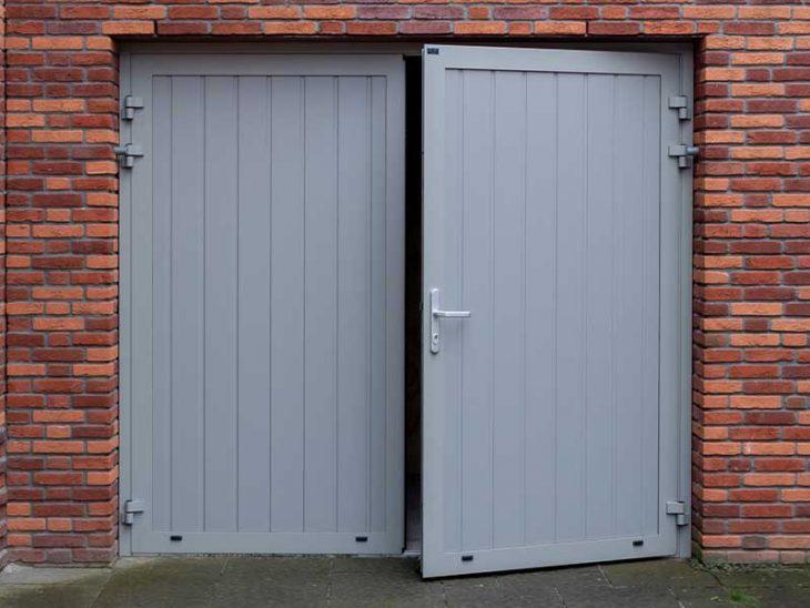 verticale onderhoudsvrije openslaande garagedeuren