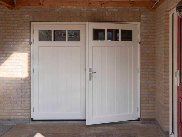 houten openslaande garagedeur met glas
