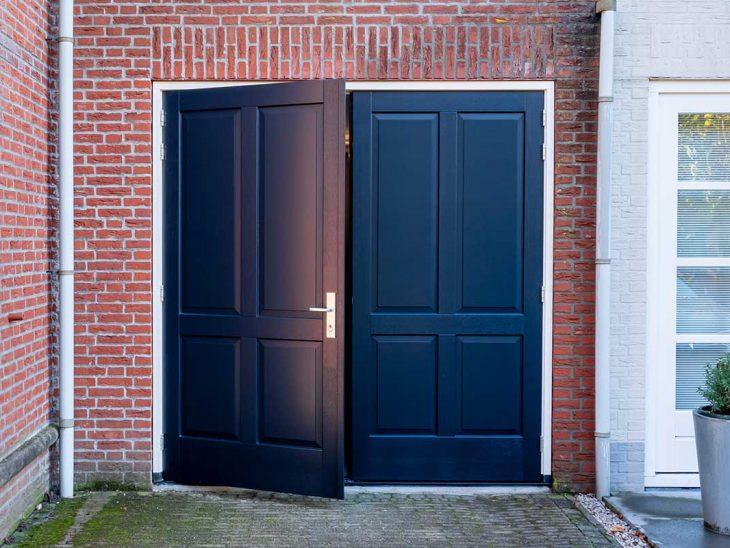 houten openslaande garagedeur sierlijst