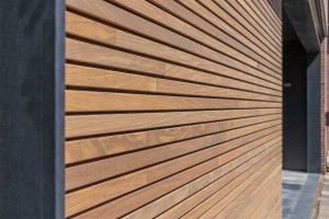 houten-sectionaaldeur-gelijk-met-de-gevel-en-gevelbekleding (7)