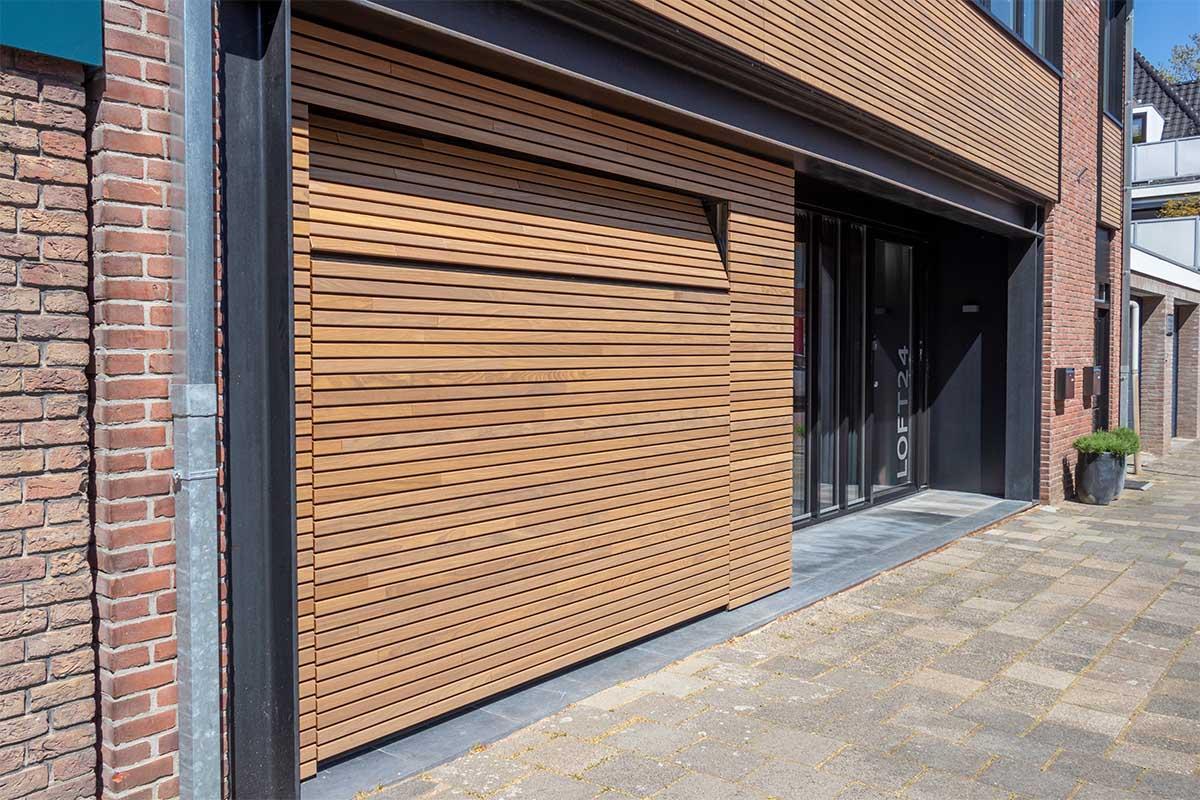 houten-sectionaaldeur-gelijk-met-de-gevel-en-gevelbekleding (19)