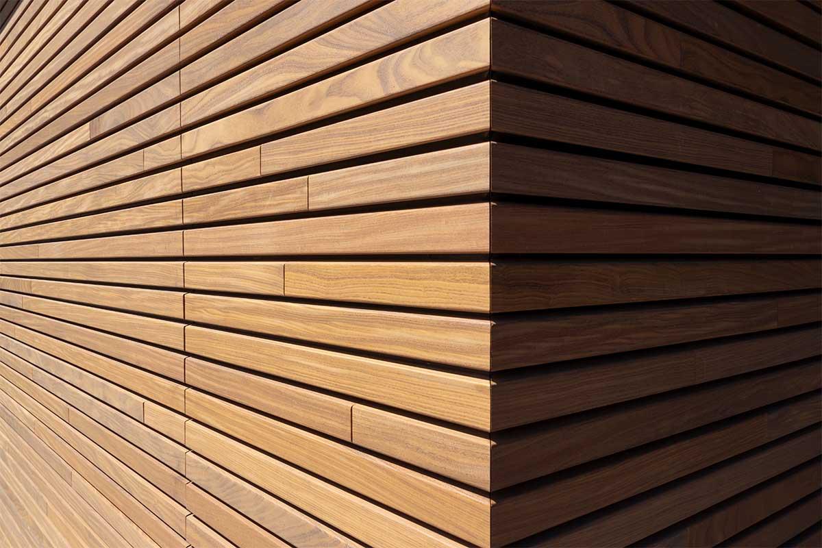 houten-sectionaaldeur-gelijk-met-de-gevel-en-gevelbekleding (22)