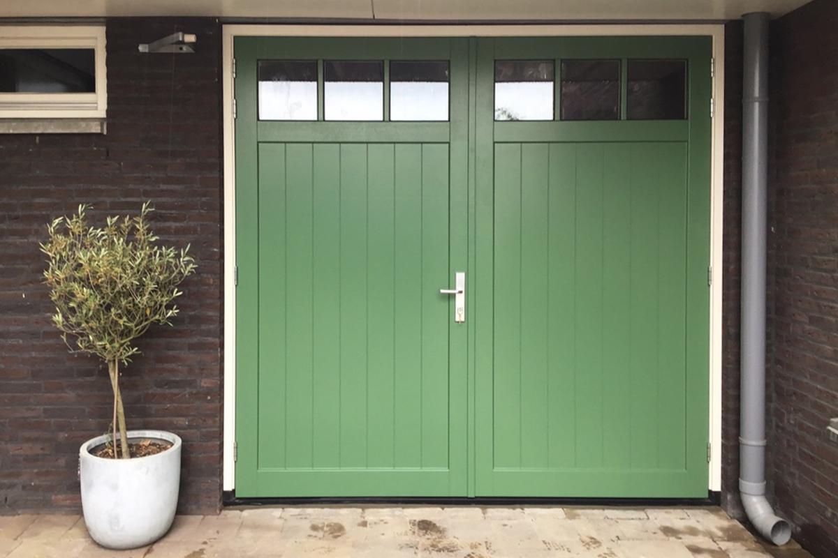 houten-openslaande-garagedeur-2