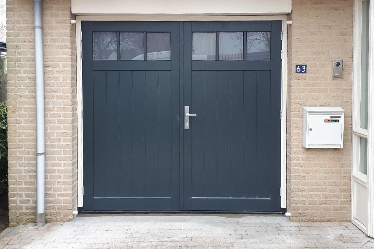 klassieke-houten-openslaande-garagedeuren