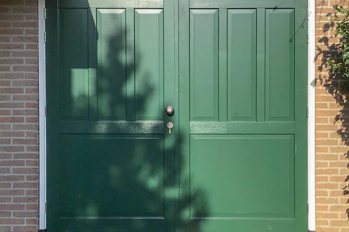 sierlijsten-houten-garagedeur