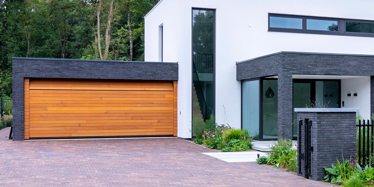 houten-sectionaaldeur-horizontaal-red-cedar-hout-1