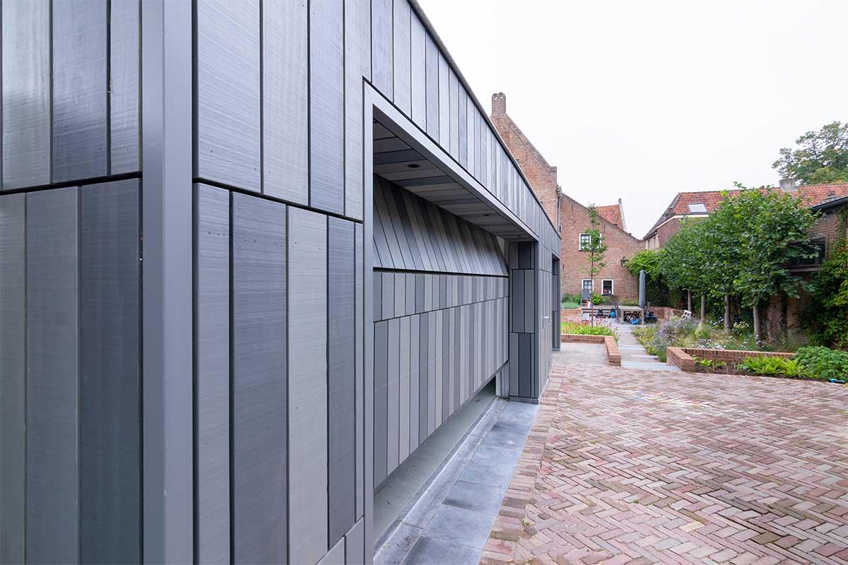 garagedeur bij monumentaal pand Doesburg (3)