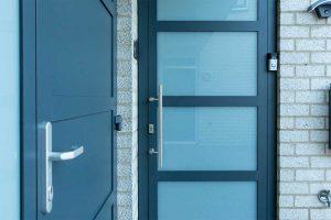 garagedeur en voordeur (4)