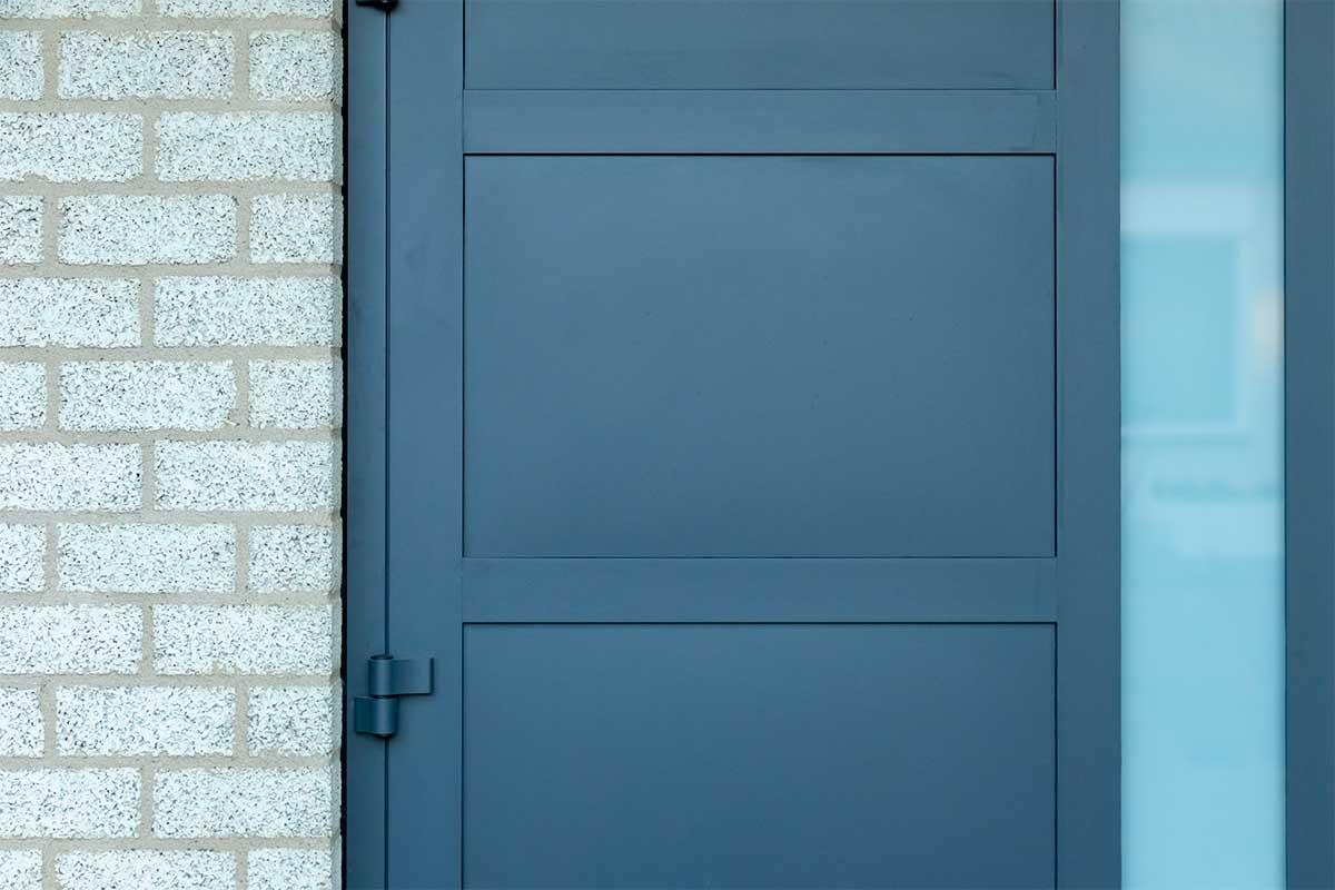 garagedeur en voordeur (7)